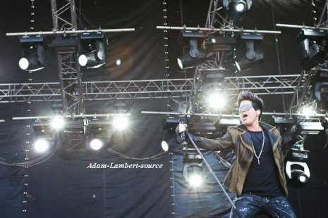 #411 Autres photos de Adam performant au festival Maxidrom, en Russie. (28.05.11)