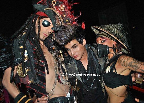 #460 Nouvelles photos de Adam au party Pirates vs Ninja, à Hollywood. (11.06.11)