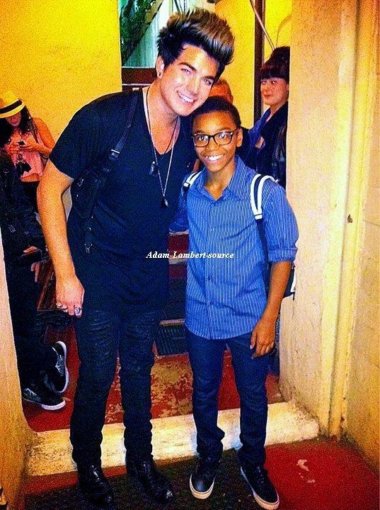 #515 Nouvelle photo de Adam et un fan au The Twist Musical. (03.07.11)