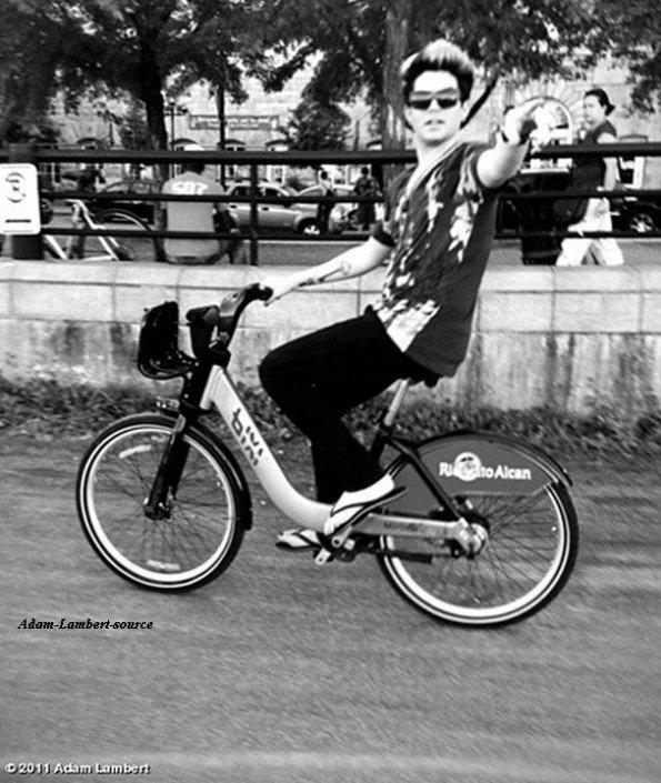 #577 Adam en vélo dans les rues de Montréal ! (31.07.11)