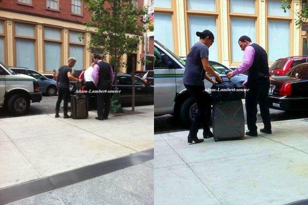 #599 Adam et son copain Sauli ont été vu à New York. (06.08.11)