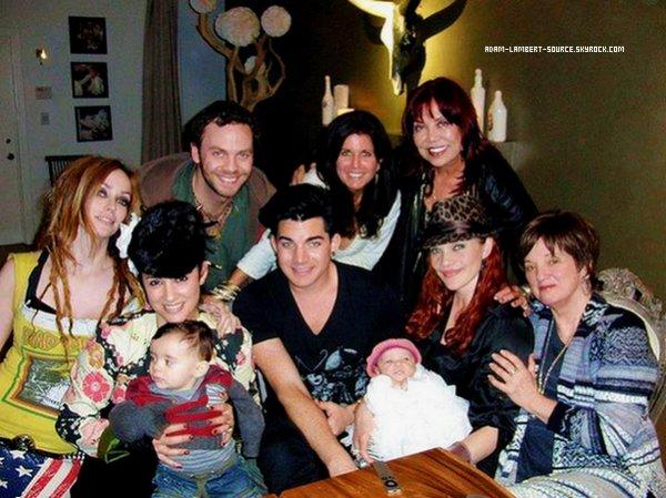 #869 Nouvelle photo de Adam avec sa mère Leila, Carmit Bachar et la famille Cherry.