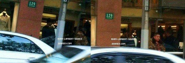 #897 Adam et la glamily faisant du shopping à Shanghai, en Chine. (17.12.11)