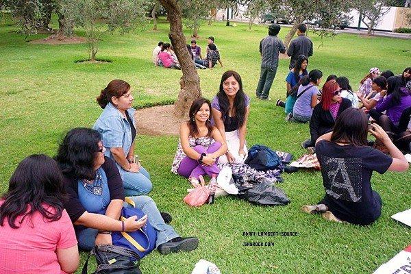 #940 Une photo du fan meeting au Pérou.