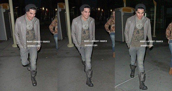 #978 Adam, Sauli et Danielle Stori allant voir un film au cinéma. (22.01.12)