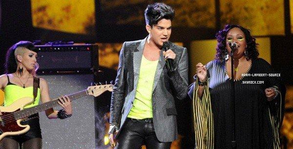#1323 Adam était en prestation à American Idol où il a chanté son nouveau single Never Close Our Eyes. (17.05.12)