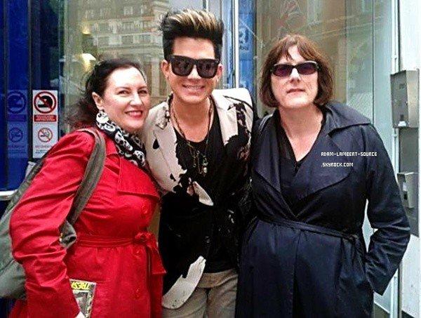#1391 Adam avec des fans à CapitalFM Radio. (15.06.12)