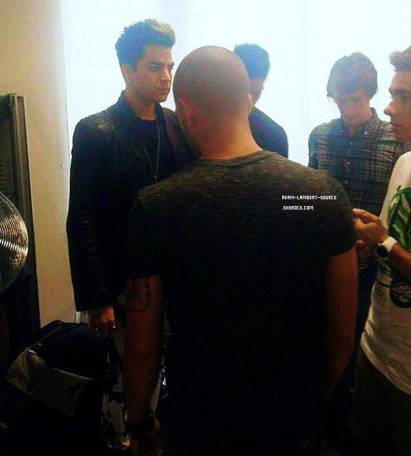 #1399 Adam dans les backstages (possible de The Graham Show) avec The Wanted