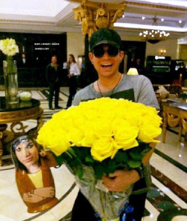 #1419 Nouvelle photo d'Adam avec des fleures à Moscou. (03.07.12)