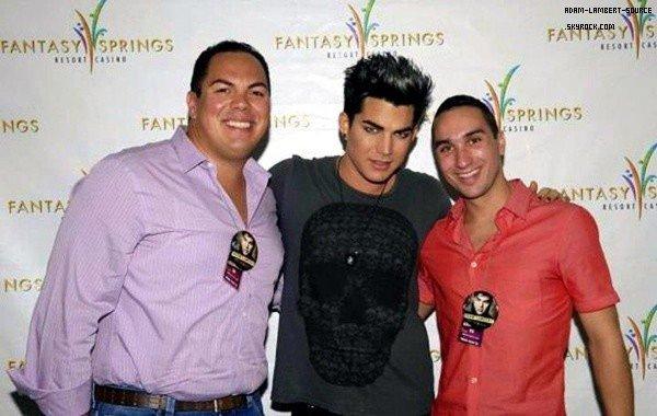 #1441 Adam avec des fans au Fantasy Springs. (21.07.12)