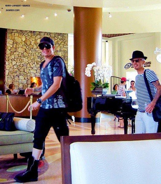 #1446 Adam et Sauli quittant le Fantasy Springs. (21.07.12)