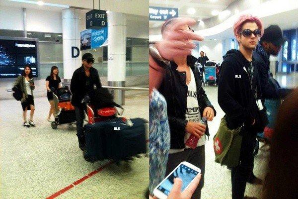 #1480 Adam et son band ont été repéré à l'aéroport de Sydney. (20.08.12)