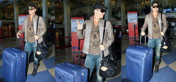 #1505 Adam quittant l'aéroport de LAX, à Los Angeles. (24.09.12)