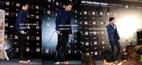 #1576 Adam était à la conférence des presses des MAMA 2012, à Hong Kong. (30.11.12)