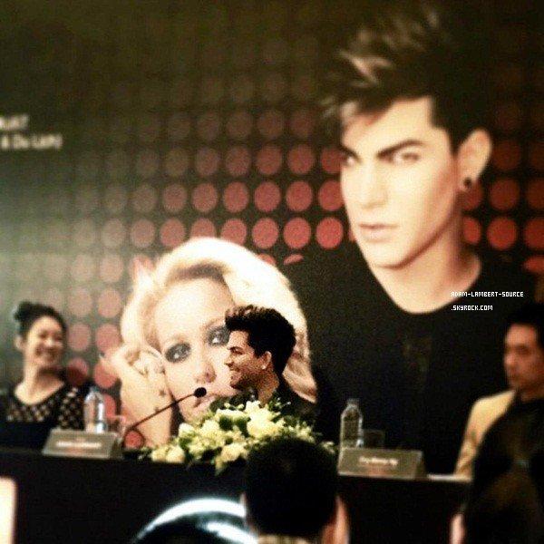 #1592 Adam en conférence de presse au Vietnam.