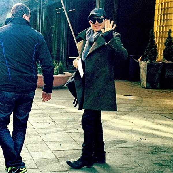 #1674 Adam quittant son hôtel à Helsinki. (24.03.13)