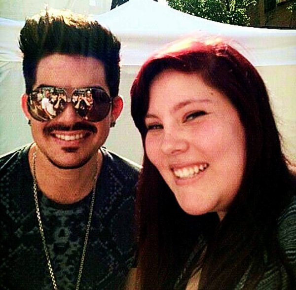 #1714 Adam avec des fans durant le soundcheck au Pittsburgh Pride in the Street. (15.06.13)