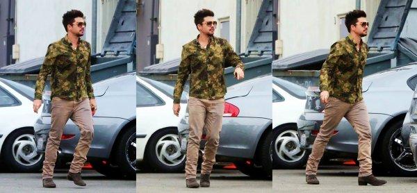 #1732 Adam a été vu au M Cafe, à West Hollywood. (10.07.13)