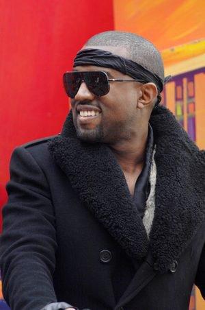JUSTIN BIEBER TROUVE DU TRAVAIL À CHERYL COLE +  Kanye West va produire Justin Bieber + Photo + Info
