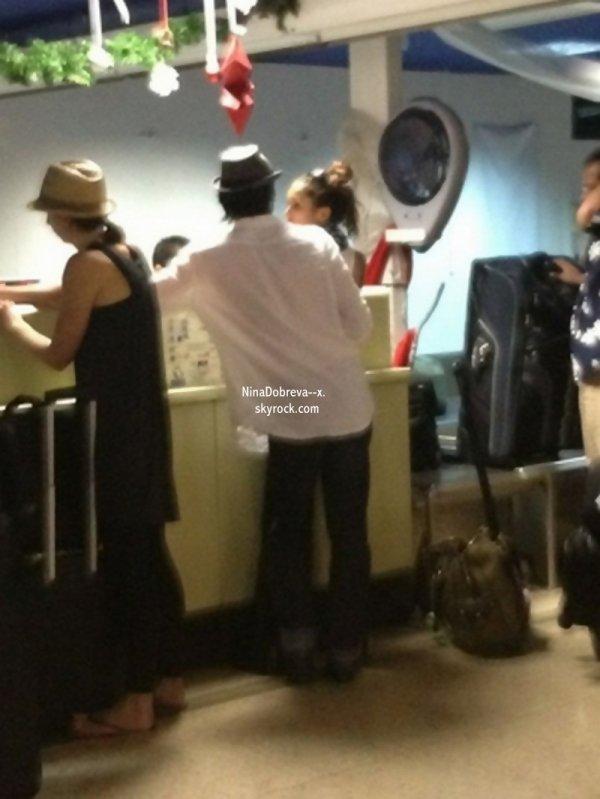 Ian & Nina ont été vus ensemble à l'aéroport de Bora Bora.  Photo Promotionnelle de Nina pour la saison 3 de Vampires Diaries notre Nina est sublime !!