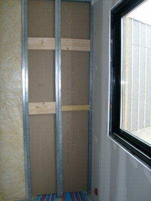 la cloison du placard technique vue de la chambre 3 avec les renforts de fixation pour le. Black Bedroom Furniture Sets. Home Design Ideas