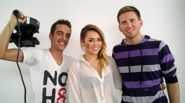 Fotos de Miley para a campanha NOH8