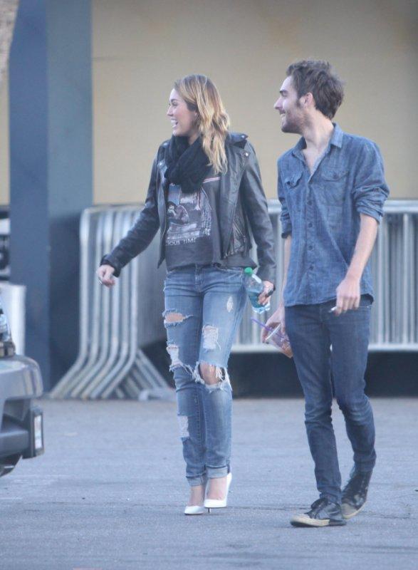 Miley no  Panera Bread con Cheyne Thomas