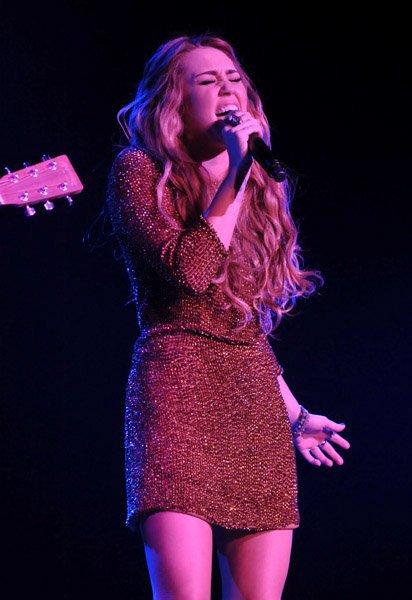 Miley actuou no Trevor Live