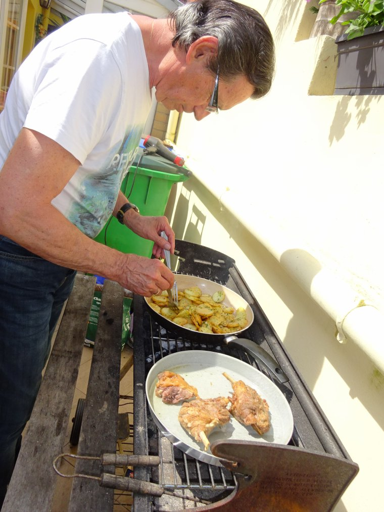 JOEL  EN  MODE  BARBECUE   (l)