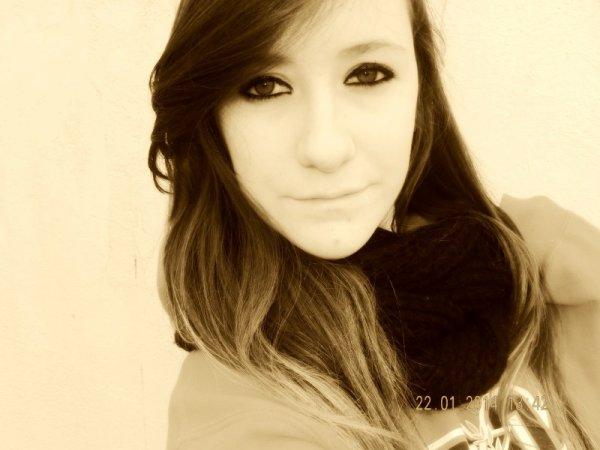 La différence entre toi et moi salope, c'est que moi je peux le faire sourire en ayant mes vêtements sur moi..