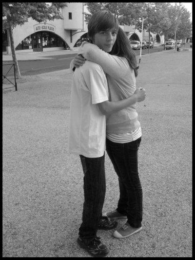 Parce-qu'avant rien ni personne ne pouvait nous séparer.. trop de distance.. tu me manque..