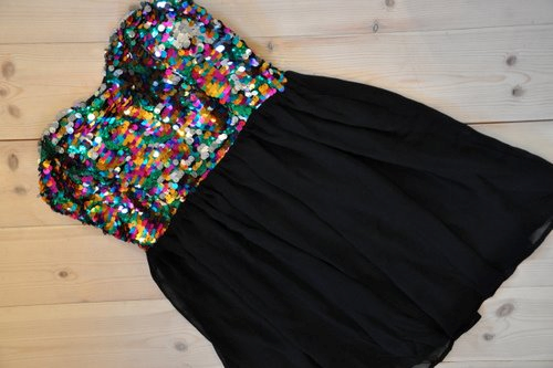 MODE ; Robe à paillettes.