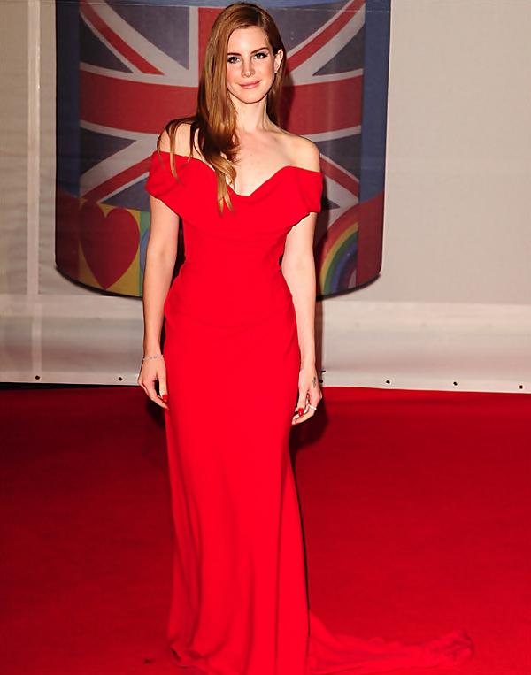 """** 21 Février 2012 : Lana Del Rey au Brit Awards, Londres.  Lana Del Rey a été sacrée """"Révélation internationale de l'année"""" pendant cette cérémonie contre Nicki Minaj.**"""