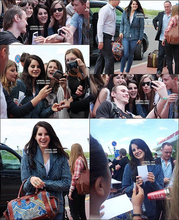 14/06/13 : Comme prévu, Lana a donné un concert au Riga Arena en Lettonie dans le cadre du Paradise Tour ! Toujours le même jour la belle Lana Del Rey été vue arrivant à l'aéroport international Riga, direction Helsinki, en Finlande...