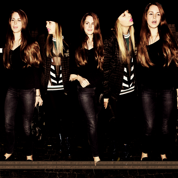 **  29 Mars 2012 : Lana quittant le Château Marmont avec une amie. **