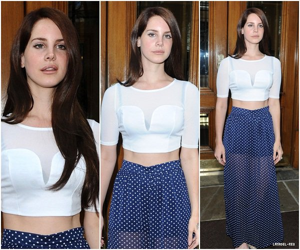 **  12 Avril 2012 : Lana sortant de son hôtel à Londres. **