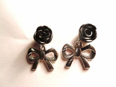 Boucle d'oreille clou rose noire__#