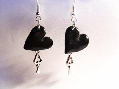 Boucle d'oreille coeur noir et clef__#