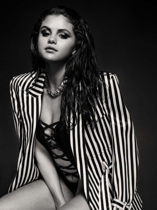 Selena Gomez en maillot de bain pour un nouveau photoshoot