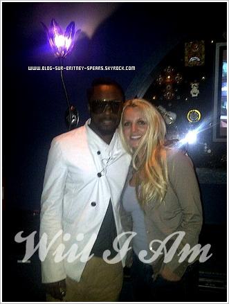 ~ Collaboration :  Britney en studo avec WILL I AM ! ~ Le leader des Black Eyed Peas à passé la journée entiére en studio avec Britney. Il nous le fait partager grâce à sont twitter, en compagnie d'une photo :
