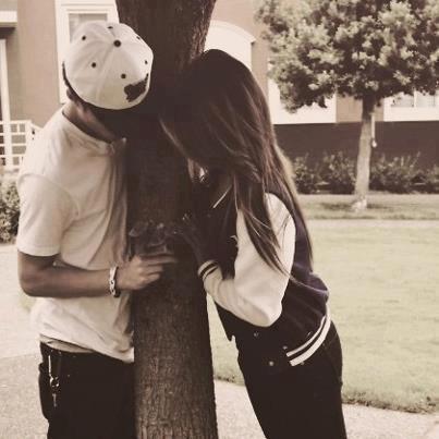 Pour la faire tomber amoureuse on m'a dit fait la rire, sauf qu'à chaque fois qu'elle riait c'est moi qui tombait amoureux.