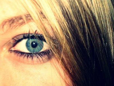Regarde moi dans les yeux et dit moi que tu ne m'aime plus <3
