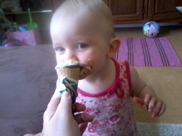 Zélie et sa glace :-p