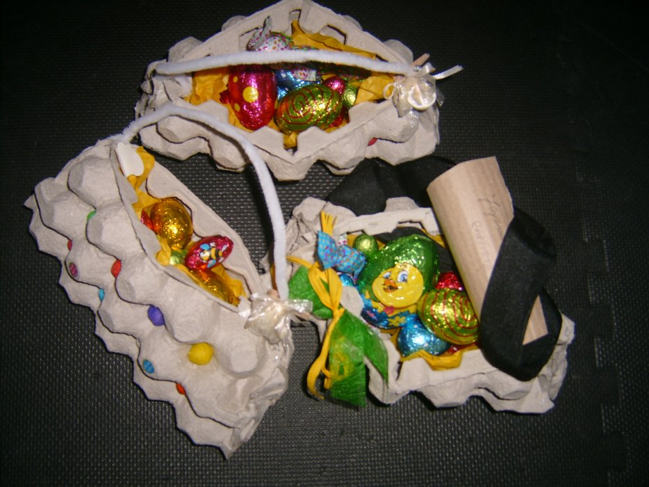 Vers Pâques ...  Des  sacs à main et une besace pour la chasse à l'oeuf ! Une de mes créations !