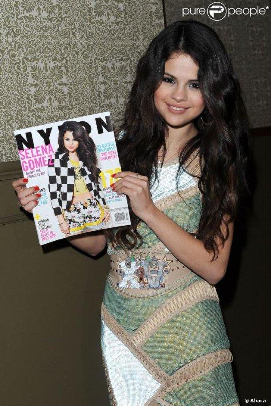 Selena en couverture du magazine NYLON