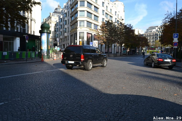 Cadillac Escalade(Avenue Georges V Paris)(07/10/12)