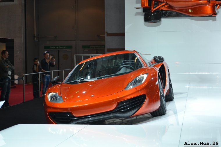 McLaren MP4-12C(Stand McLaren Mondial de l'auto 2012 Paris Porte de Versailles)(06/10/12)