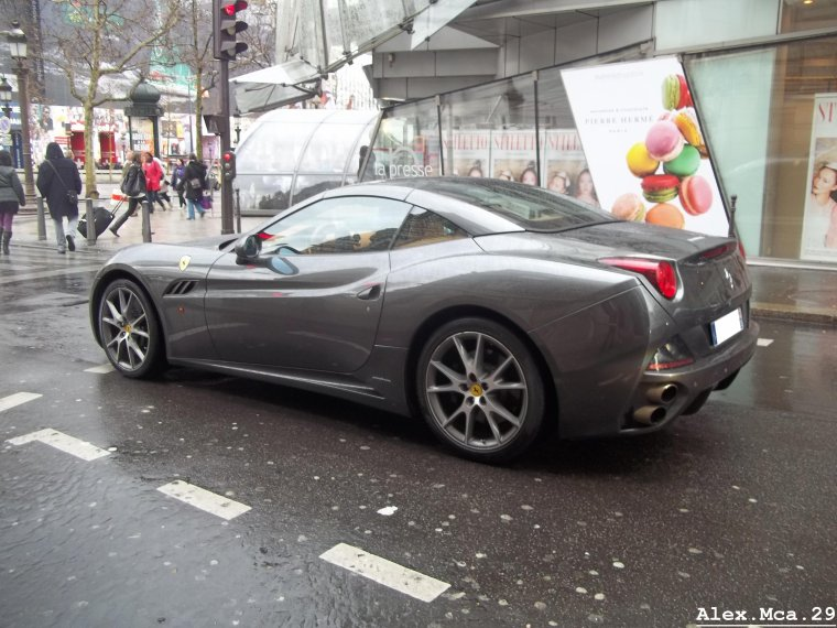 Ferrari California(Avenue des Champs Elysées Paris)(18/03/12)