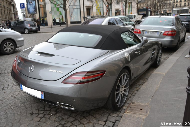 Mercedes SLS AMG Roadster(Avenue Georges V Paris)(16/03/13)