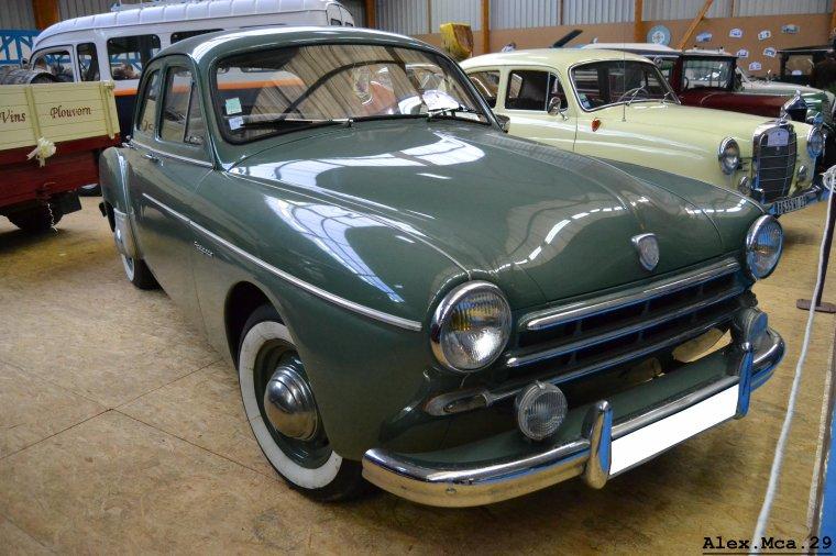 Renault Frégate(Salon des véhicules anciens Plougonven)(04/11/12)